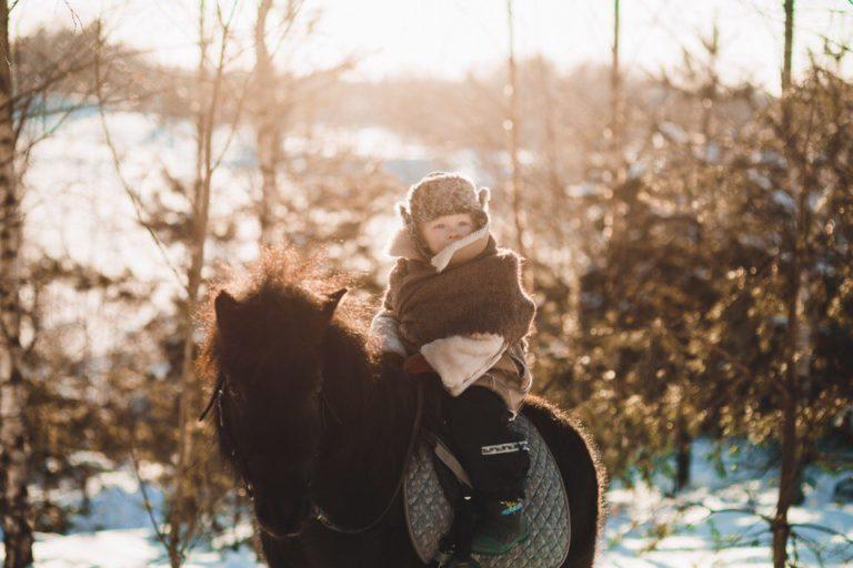 детская фотосессия с пони